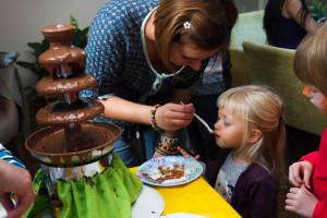 Шоколадный фонтан, создание шоколадных конфет, шоколадный мастер-класс для детей, чудные штуки, детский мастер-класс